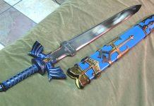 Homem ataca colega com espada de Zelda