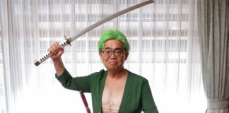 Governador de Aichi com Cosplay de One Piece