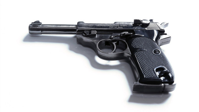 Foto de uma réplica de uma Walther P38