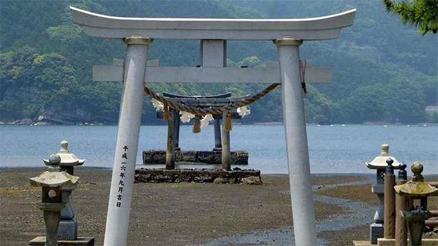 Santuário japonês proíbe visitantes estrangeiros após comportamento desrespeitoso dos turistas